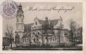 Kościół parafialny pw. Bożego Ciała na pocztówce wydanej w latach 1913-1918