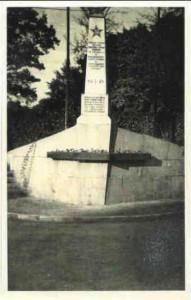 Pomnik poległych oleśnian w I wojnie światowej z 1923 r. Zniszczony przez Sowietów. Na jego  miejcu postawiono w 1945 r.  pomnik Żołnierzy Armii Czerwonej