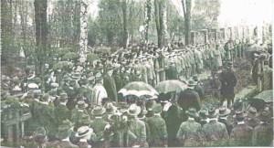 Przy kwaterze żołnierzy I wojny światowej zmarłych w oleskich lazaretach -1915 r.