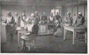 Uczennice Szkoły Rolniczej na zajęciach gospodarstwa domowego
