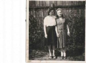 1947 Nakło mama p. Bogumily-Helena Burakowska z bratową Władzią