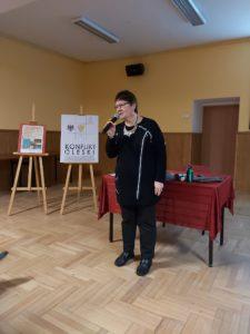 Dyrektor muzeum Ewa Cichoń podczas XXXIX spotkaniu muzealnym.