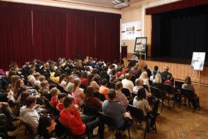 Prelekcja o oleskim ratuszu na dużej sali MDK w Oleśnie